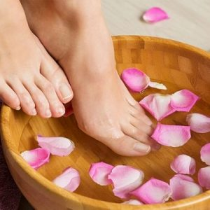 10 biện pháp tự nhiên tại nhà để điều trị mồ hôi chân